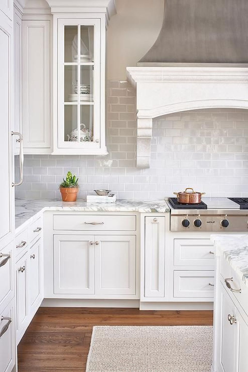 Bright Kitchen with White Kitchen Concept that Never Look Boring Part 11
