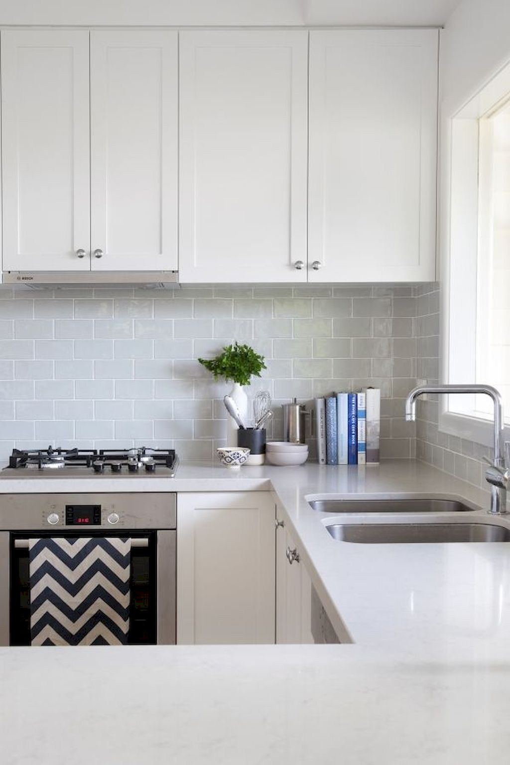 Bright Kitchen with White Kitchen Concept that Never Look Boring Part 7
