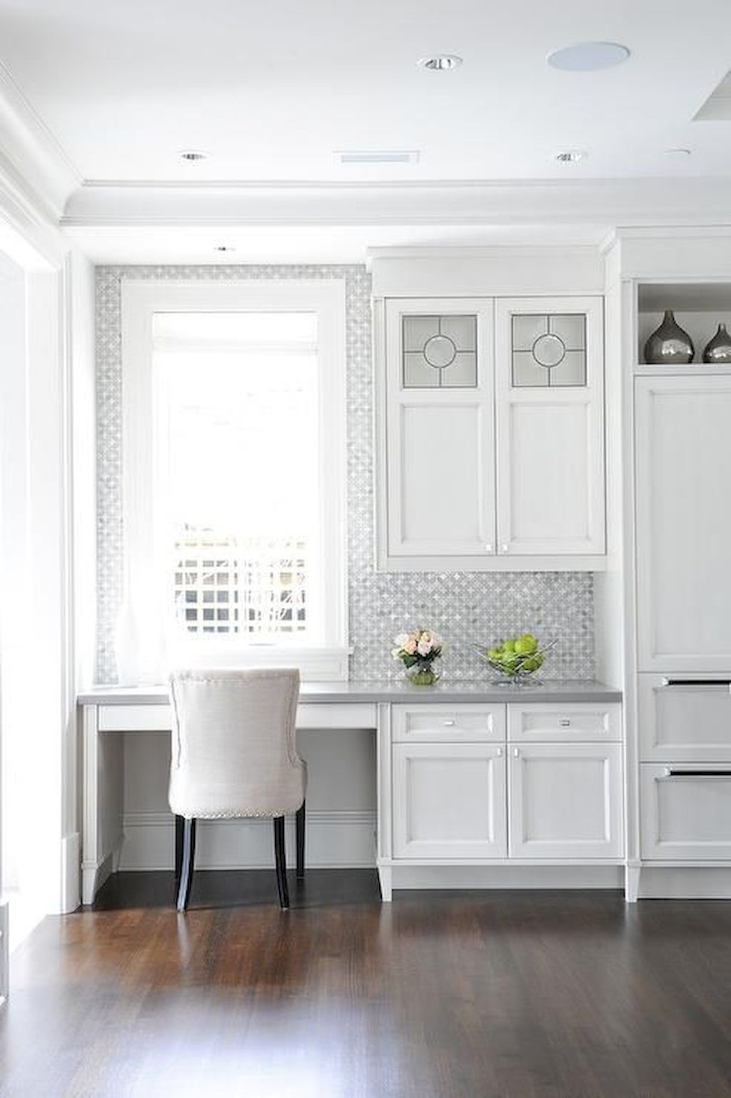 White Kitchen Designs With Beautiful Simple Accessories Part 14