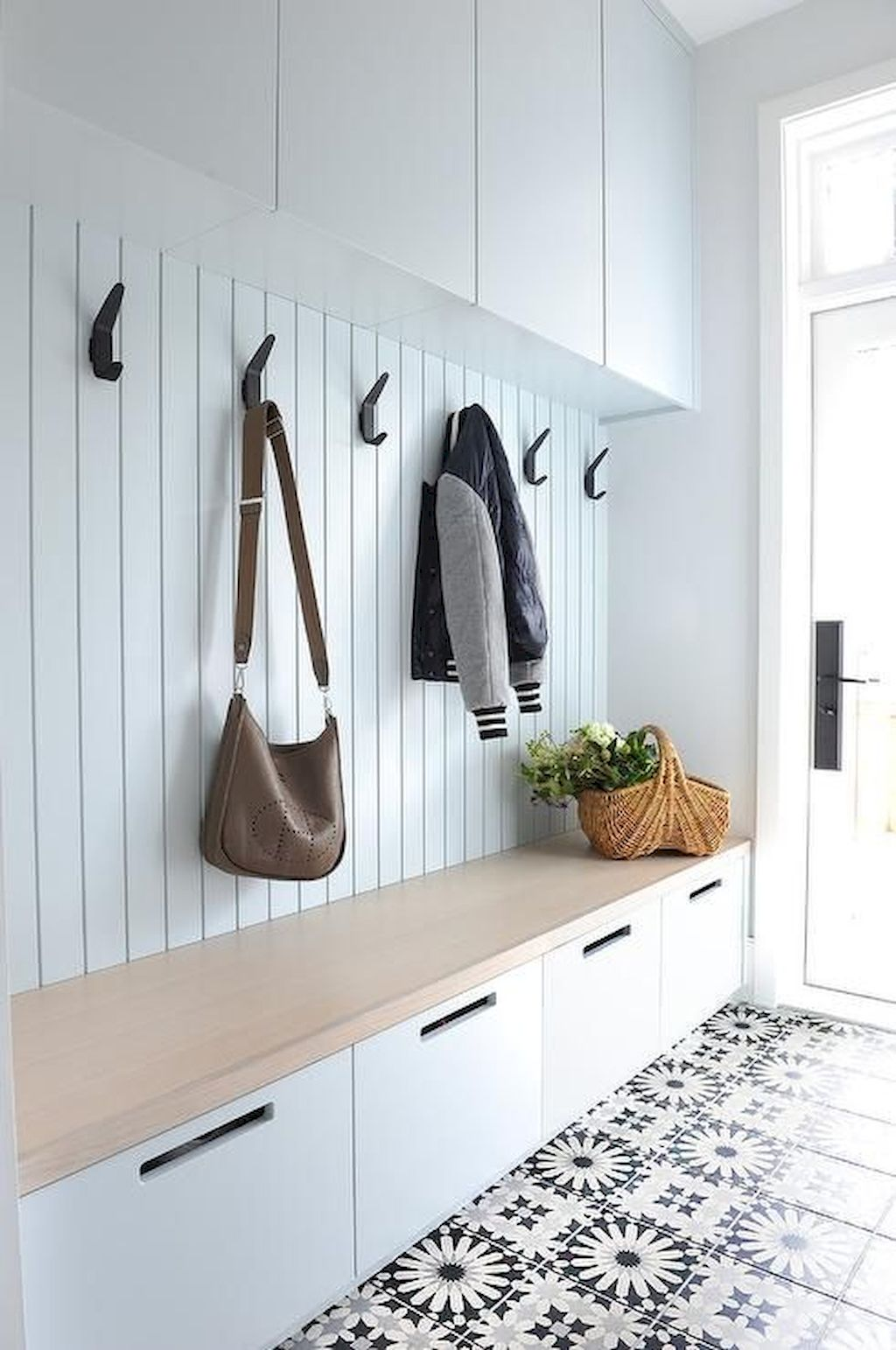 White Kitchen Designs With Beautiful Simple Accessories Part 15