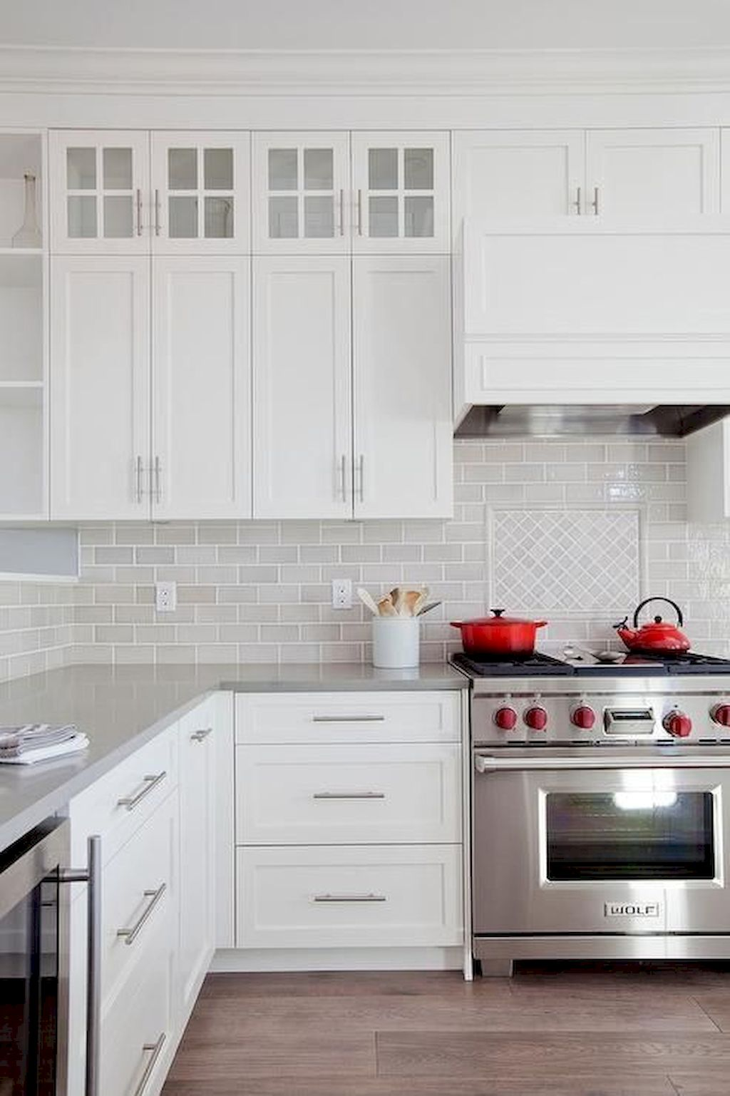 White Kitchen Designs With Beautiful Simple Accessories Part 18