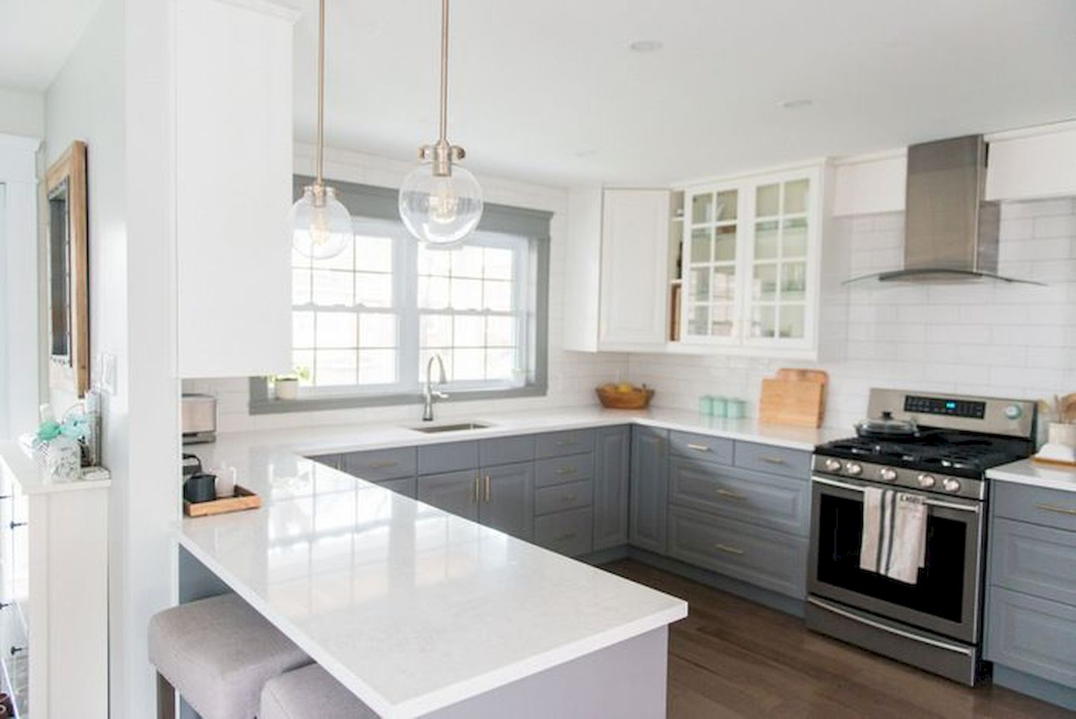 White Kitchen Designs With Beautiful Simple Accessories Part 21