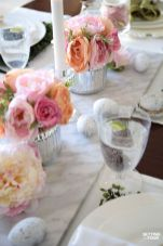 Charming Easter centerpieces and springy table decor ideas to get your Easter party hopping Part 18