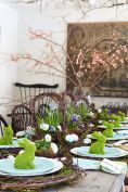 Charming Easter centerpieces and springy table decor ideas to get your Easter party hopping Part 27