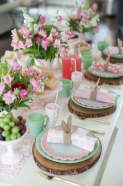 Charming Easter centerpieces and springy table decor ideas to get your Easter party hopping Part 33