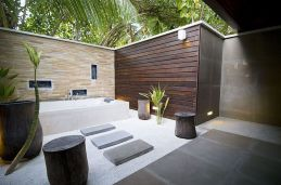 Outdoor showers and bath perfect for beach homes cabins and tropical climates Part 13