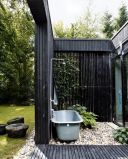 Outdoor showers and bath perfect for beach homes cabins and tropical climates Part 19