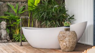 Outdoor showers and bath perfect for beach homes cabins and tropical climates Part 3