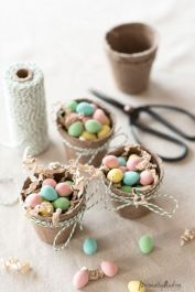 Spring tablesetting ideas with flowers live plants and decoartive eggs best for celebrating the Easter Part 28