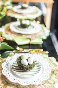 Spring tablesetting ideas with flowers live plants and decoartive eggs best for celebrating the Easter Part 42