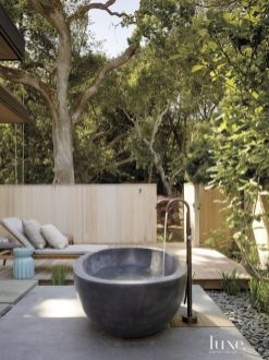 Stunning Outdoor Shower and Bath Spaces That Take You To Urban Paradise Part 29