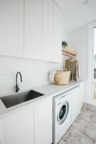 Classy laundry room update with first class finishing to make a functional room that looks elegant and stylish Image 4