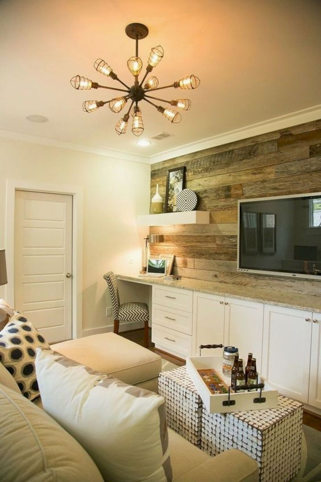 Clever rustic touch exploiting wood pallets wall accent that enhances contemporary home update and also effective in twisting decoration style Image 20