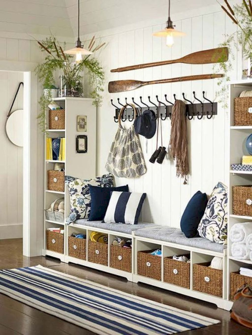 Coastal chic decoration with nautical accessories showing a fresh look in cool beach house styles Image 10