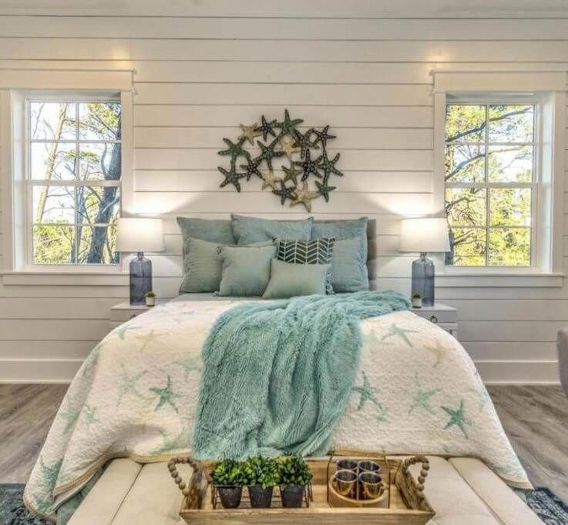 Coastal chic decoration with nautical accessories showing a fresh look in cool beach house styles Image 20