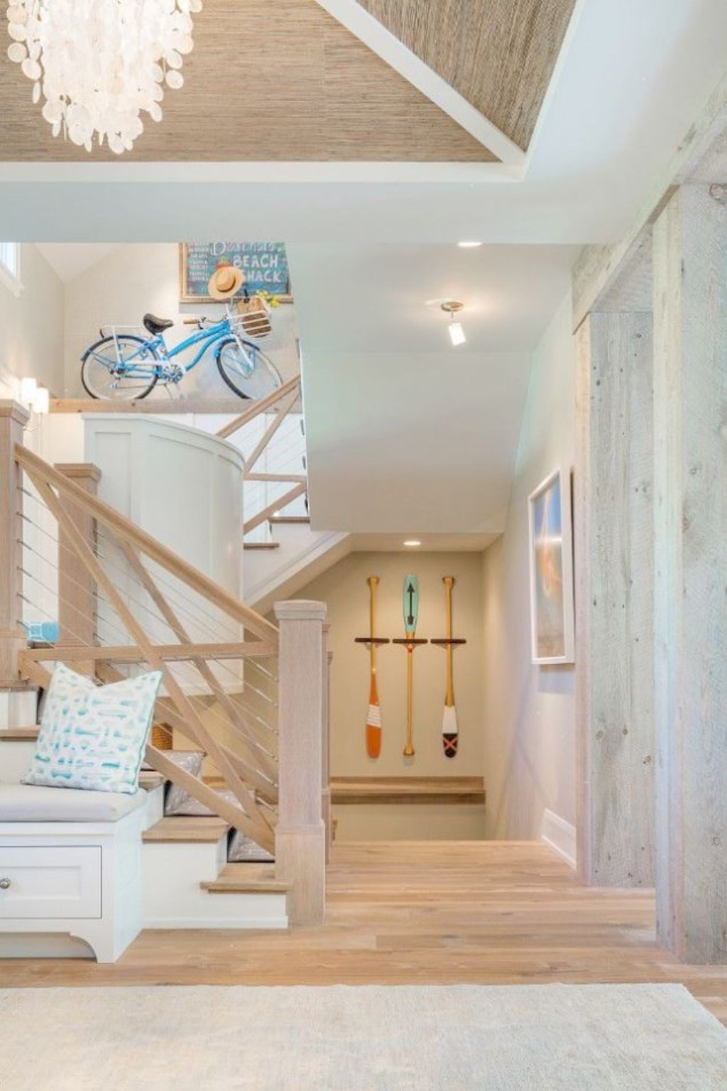 Coastal chic decoration with nautical accessories showing a fresh look in cool beach house styles Image 7