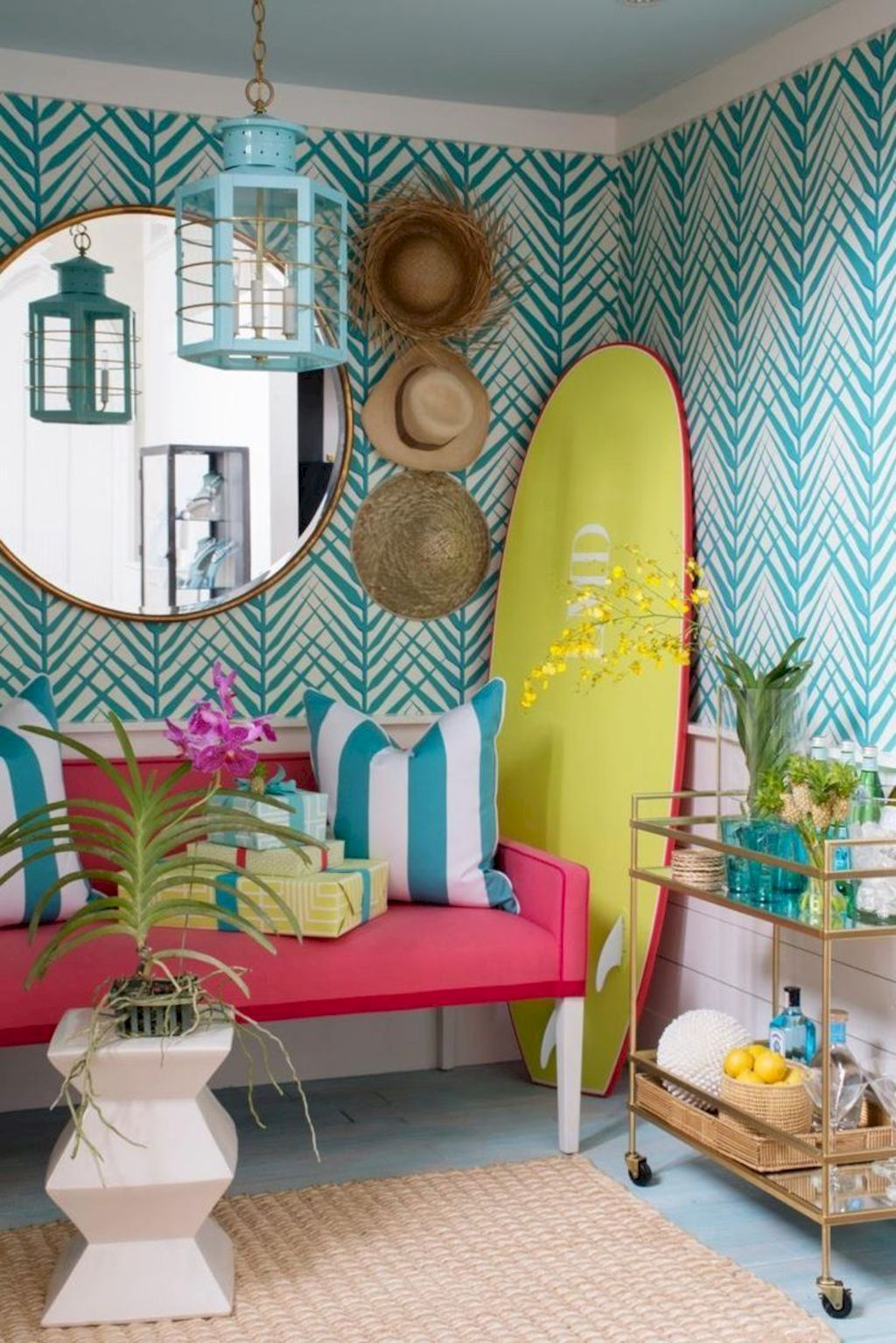 Coastal chic decoration with nautical accessories showing a fresh look in cool beach house styles Image 8