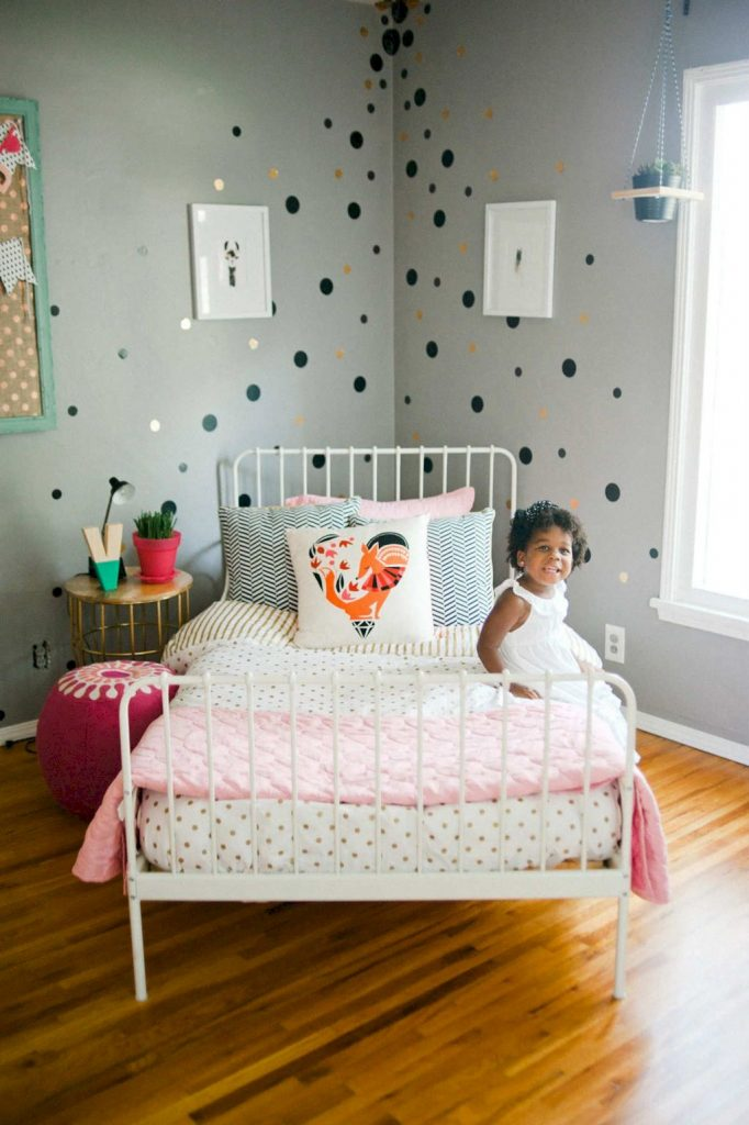 Cozy chic kids bedrooms with a modern touching style that are very lovely with pastel color accent and beautiful decoration Image 17