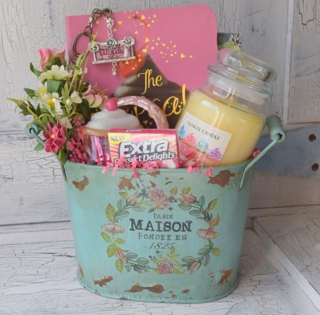 Easter basket ideas arranged with chic decoration ideal and affordable for Spring celebration Image 39
