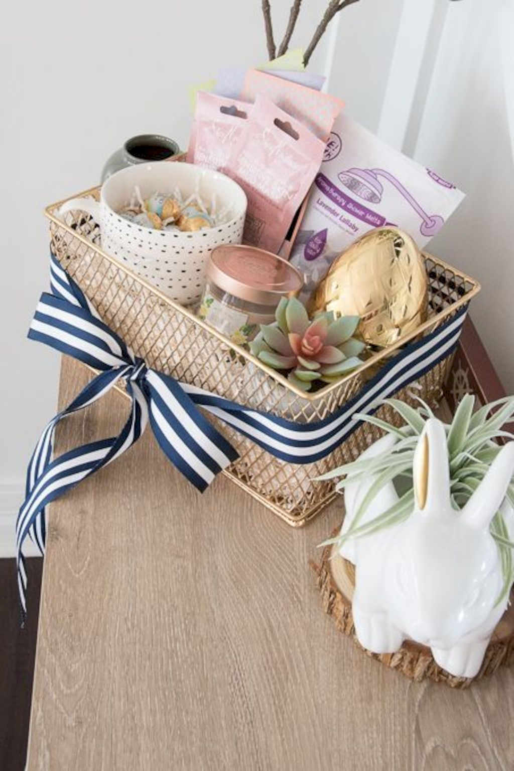 Easter basket ideas arranged with chic decoration ideal and affordable for Spring celebration Image 41