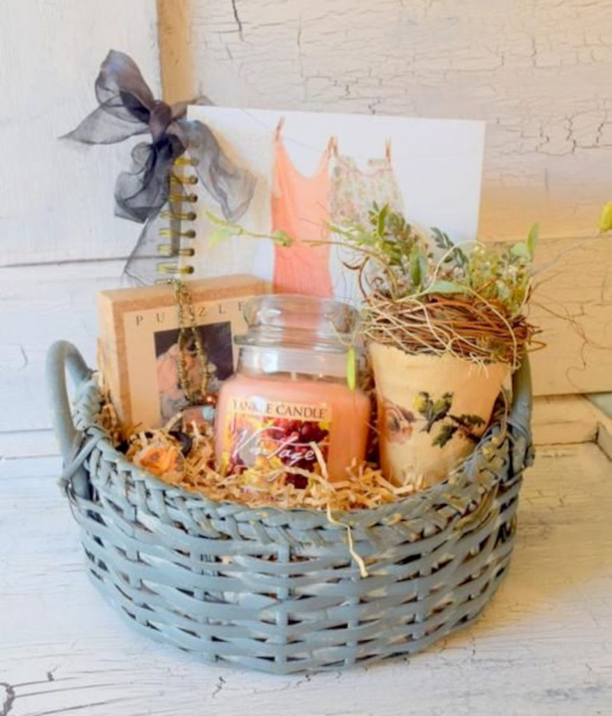 Easter basket ideas arranged with chic decoration ideal and affordable for Spring celebration Image 44