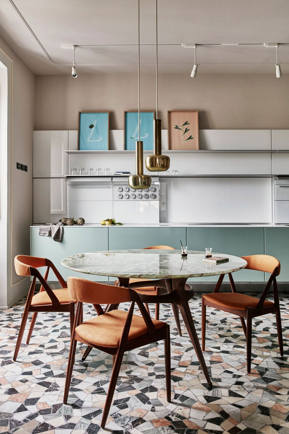 Amazing terrazzo decoration revival giving a cozy look in a warm and friendly interior scheme Image 7