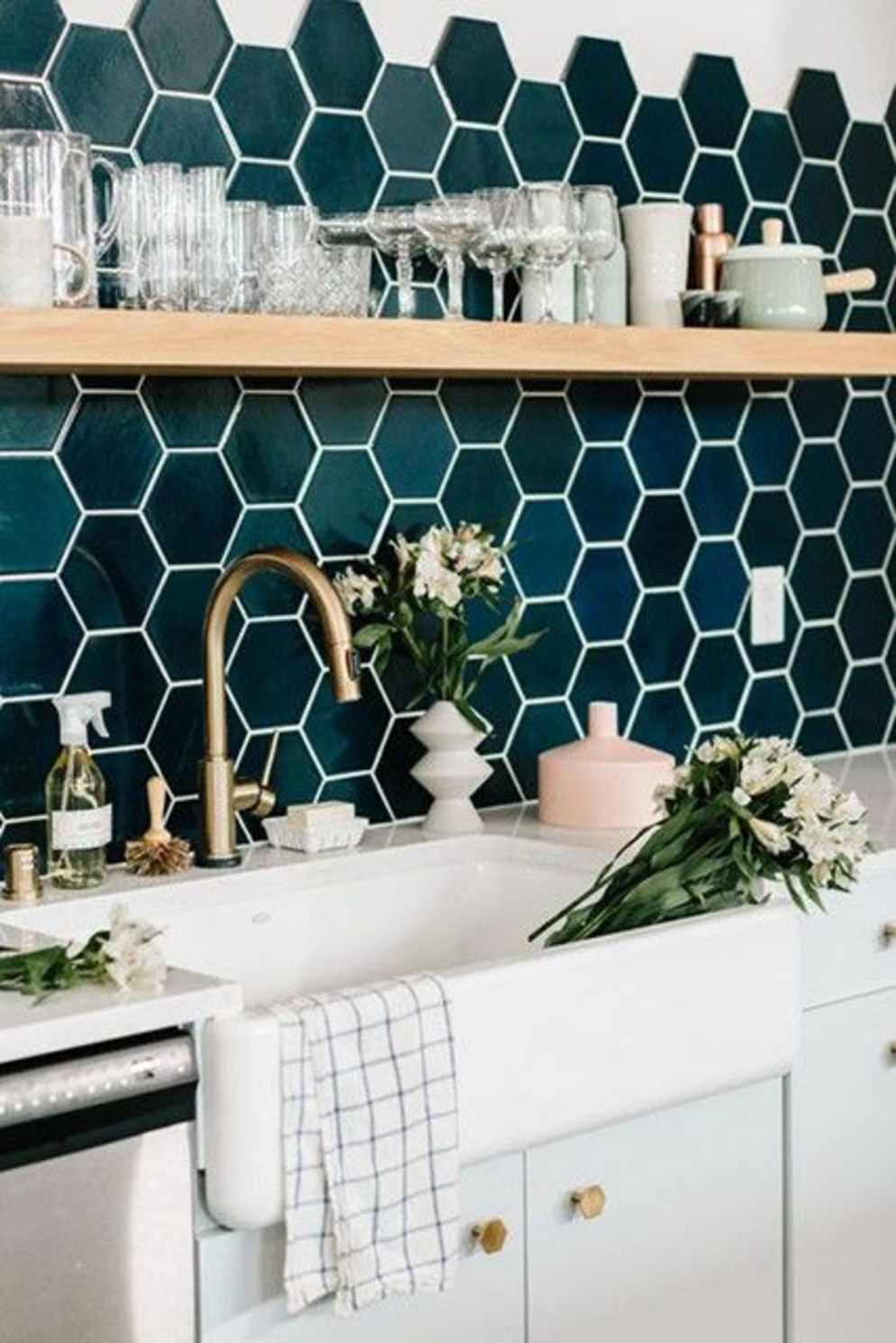 Beautiful kitchen backsplash designs giving special accents in the house Image 13
