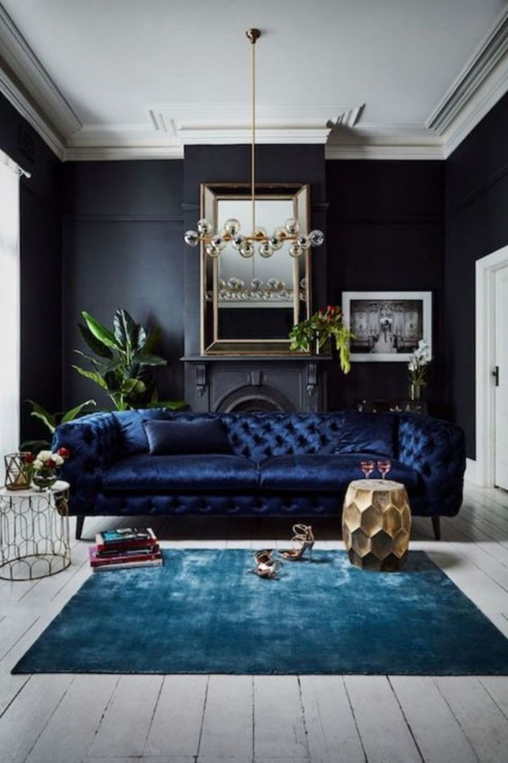 Expressive interior display in multilayering textures and colors showing artsy interior schemes with retro and vintage accents Image 11