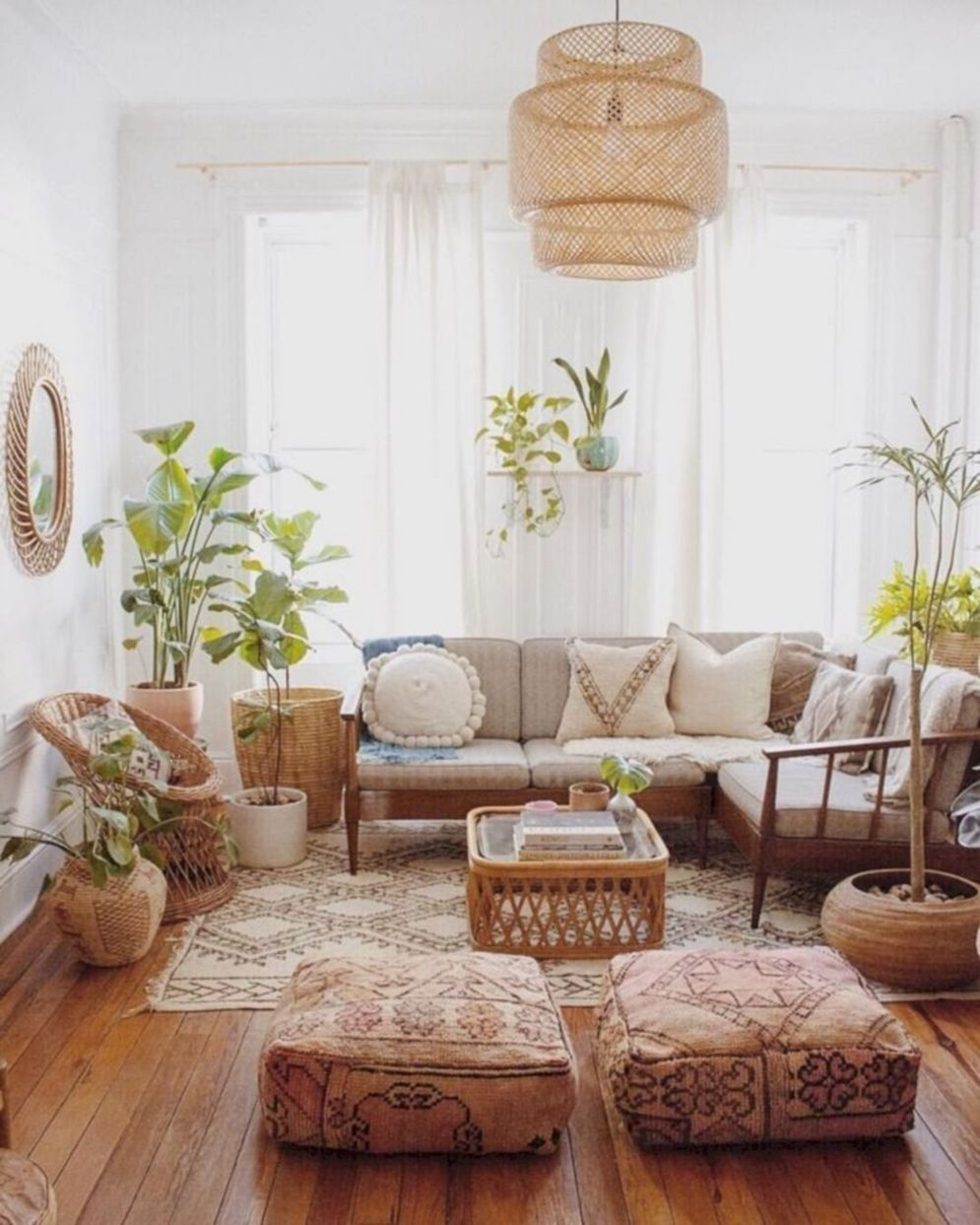 Expressive interior display in multilayering textures and colors showing artsy interior schemes with retro and vintage accents Image 18