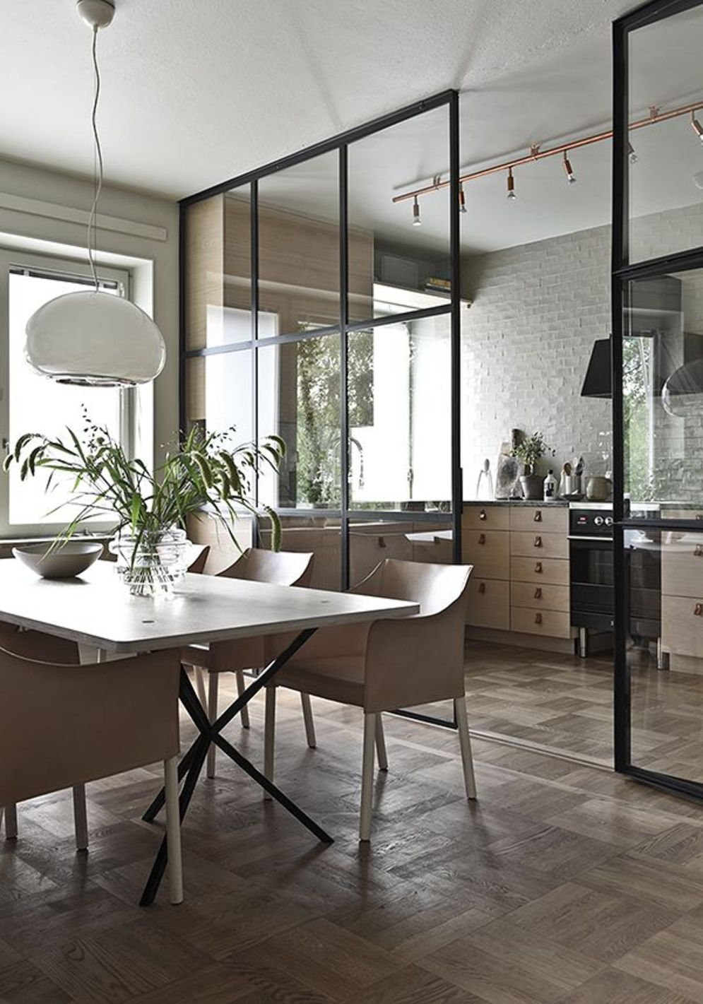 Limitless interior schemes with clever glass partition enlarging wide interior vibes Image 30