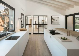 Limitless interior schemes with clever glass partition enlarging wide interior vibes Image 43