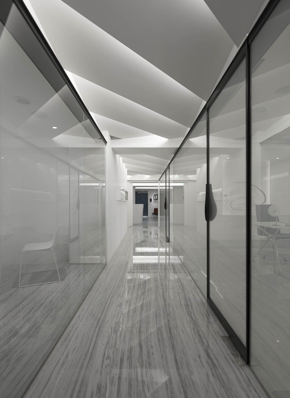 Modern office designs showing artistic false ceiling decoration Image 26