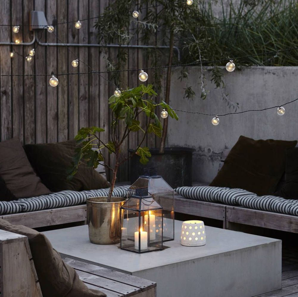 Beautiful garden lighting ideas with ground level ambient light giving luxurious resorts look Image 22