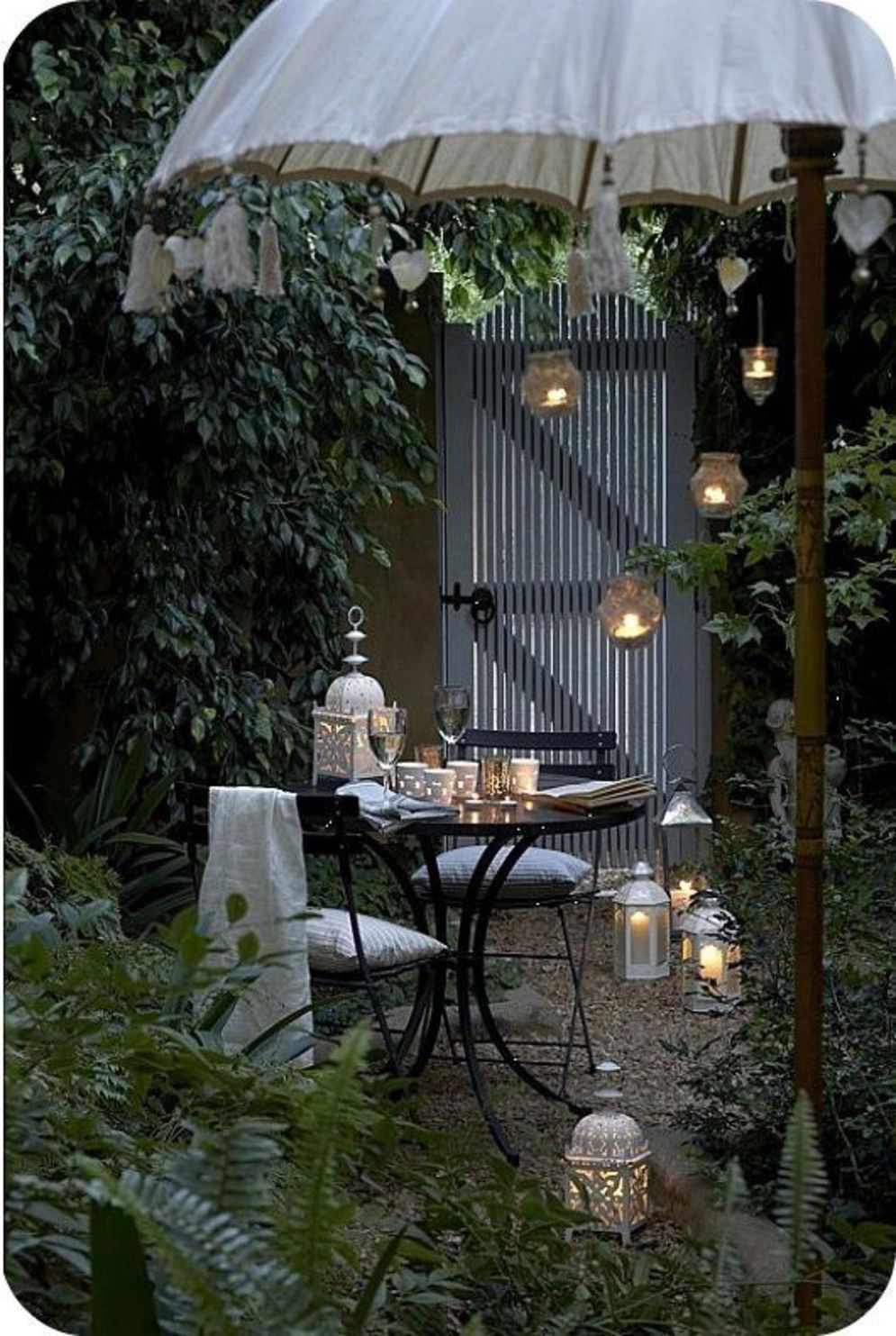 Beautiful garden lighting ideas with ground level ambient light giving luxurious resorts look Image 24