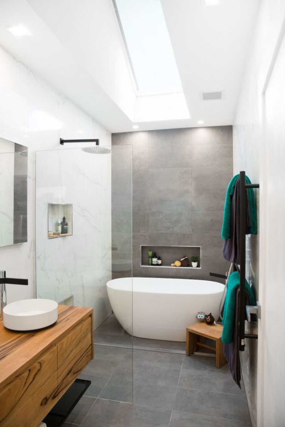 Most savvy bathroom designs with elegant wood finish to give more natural feel Image 18