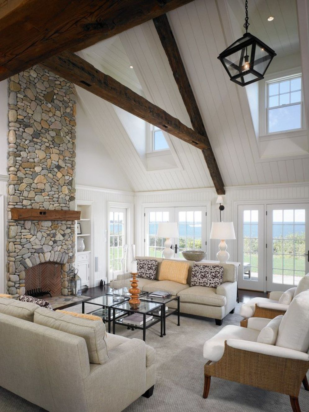 Classic home style with cathedral ceiling which looks gorgeous and grand along with classy interior taste Image 18