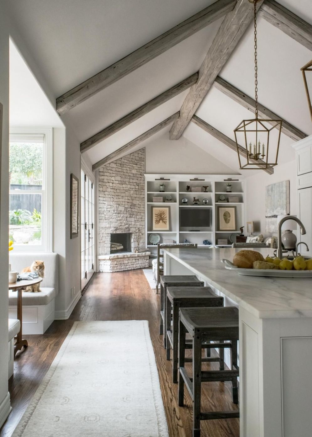 Spacious home images with vaulted ceiling showcasing grand and wonderful home design Image 32