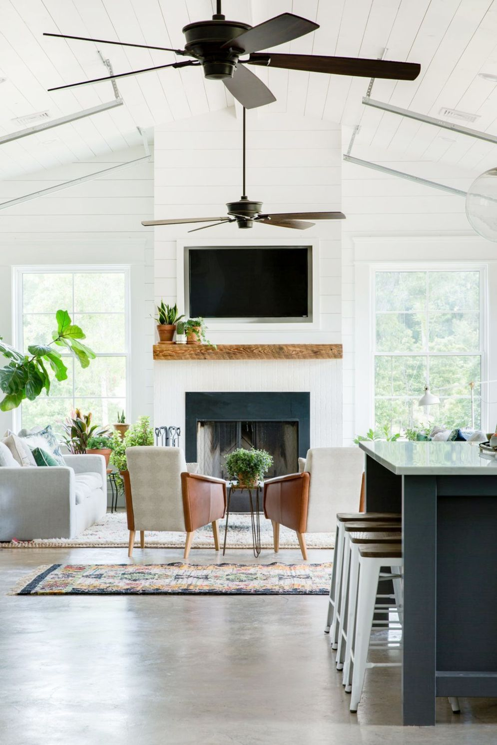 Spacious home images with vaulted ceiling showcasing grand and wonderful home design Image 33