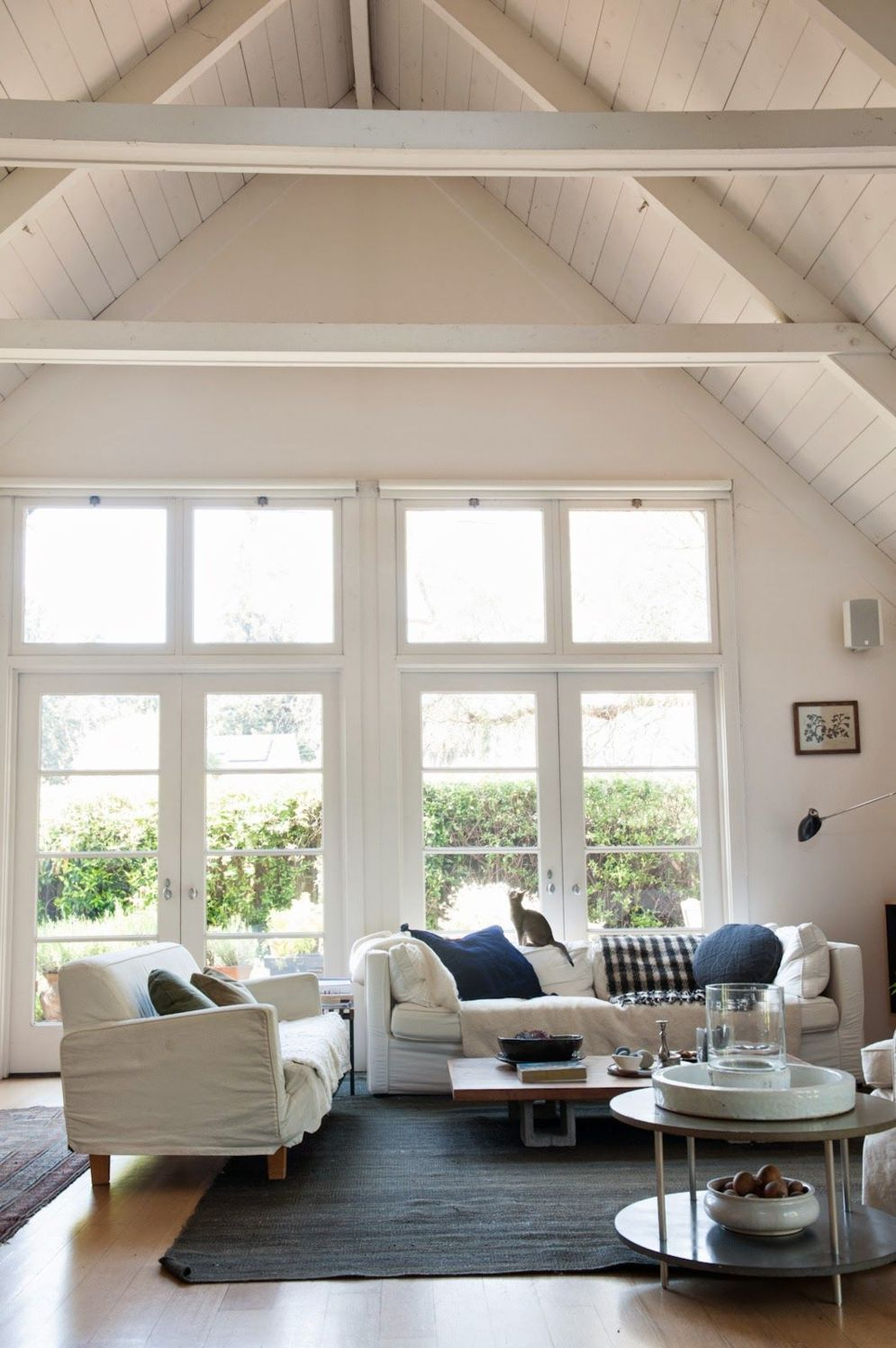 Spacious home images with vaulted ceiling showcasing grand and wonderful home design Image 38