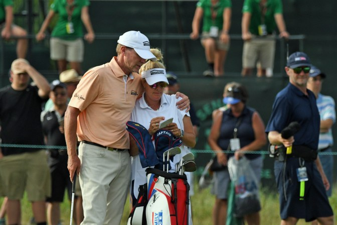 Steve and Nicki share a moment on 18