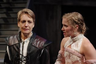 As Hamlet, Deborah Staples (left) has a challenging conversation with Eva Balistrieri, who plays Ophelia, at the Illinois Shakespeare Festival. Credit: Pete Guither. (c) 2016 Illinois State University