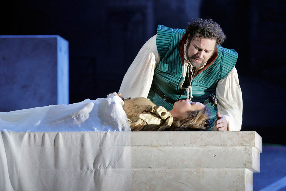 Romeo and Juliet in the tomb in the opera by Charles Gounod