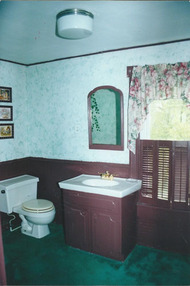 115 gay bathroom 001
