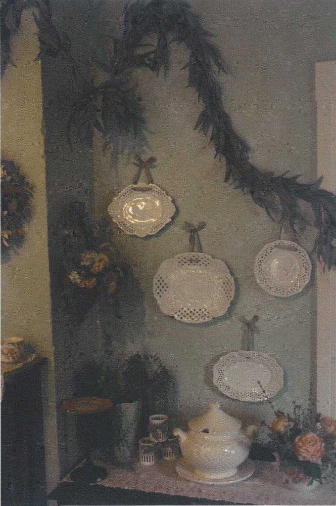 Lace dishes wall B E 001