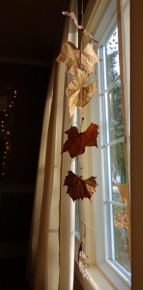 painted leaf mobile on Shalavee.com
