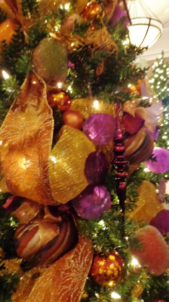 close up of the moroccan themed Christmas tree on Shalavee.com