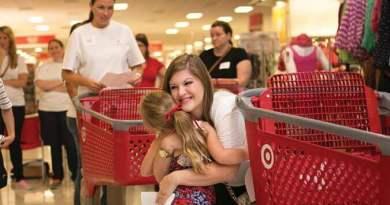 Junior League of Houston volunteer and child