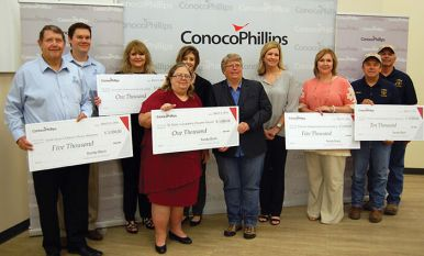 Conocophillips presents grant to Bee County Recipients