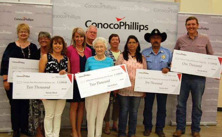 Conocophillips presents grant to LIve Oak County recipients