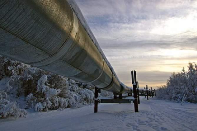 the trans-alaska oil pipeline in the winter